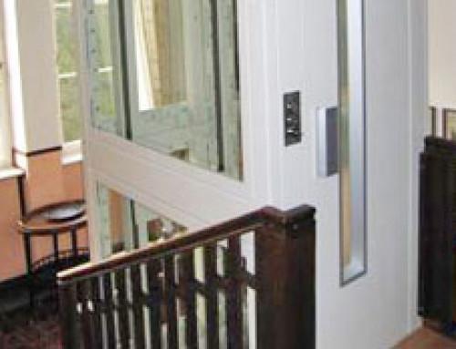 Le Homelift DHM crée l'accessibilité aussi dans des espaces restreints