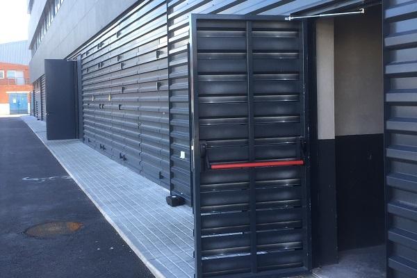 Amortisseurs-limiteurs d'ouverture des portes de halle