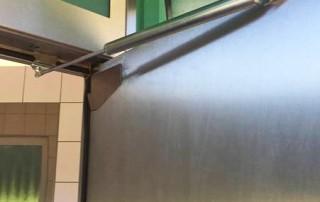 Amortisseur-limiteur d'ouverture en toilette d'autoroute