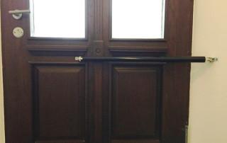 Ferme-porte DIREKT sur porte d'entrée