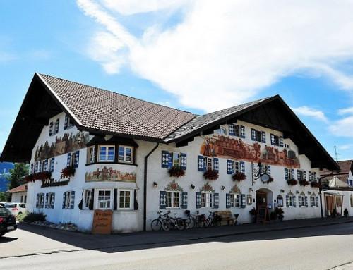 Le ferme-porte encastré E22 assure de la sécurité à l'Hotel Weinbauer