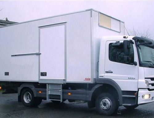 Paumelles à ressort pour des caisses frigorifiques de camions