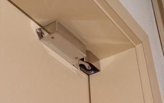 Amortisseur de porte R 1400 horizontal en porte d'interieur fermée