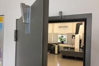 Amortisseur de porte sur porte du laboratoire de mesure