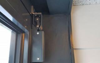 Amortisseur de porte R 1400 avec cornière pour le crochet