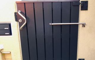 Ferme-porte DIREKT sur portail d'entrée
