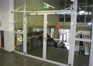 Porte coupe-feu à deux vantaux avec ventouses eléctromagnétiques de DICTATOR