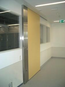 Des portes coulissantes aux hôpitaux – elles doivent toujours être fermées.