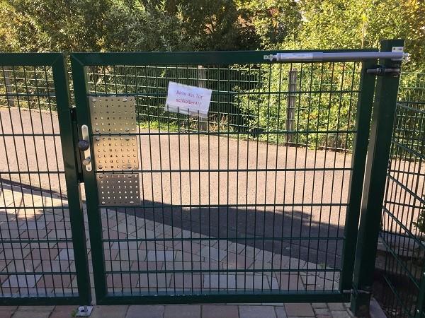 Gate closer DIREKT on daycare gate